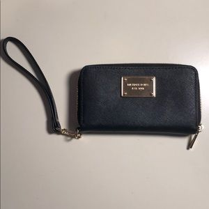 Micheal Kors Wristlet (ACCEPTING OFFERS)